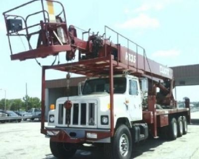 Sign Crane Truck for sale- 2000 Elliott 135R Mounted On a 2000 International 2574 Chassis