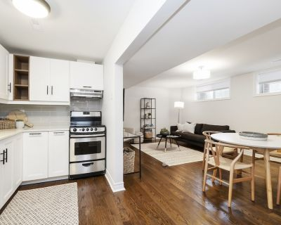 Luxurious Central King bed Free parking 2 Baths Restaurants Shopping - North York