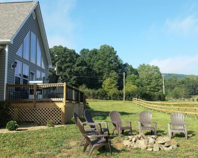 Newly Constructed Mountain Home with Garage!Wonderful Views, yet Close to Town! - Hendersonville