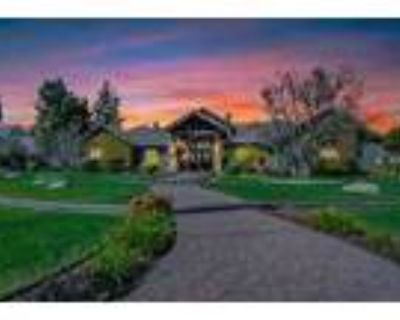 North West 1 Acre With A Pool - RealBiz360 Virtual Tour