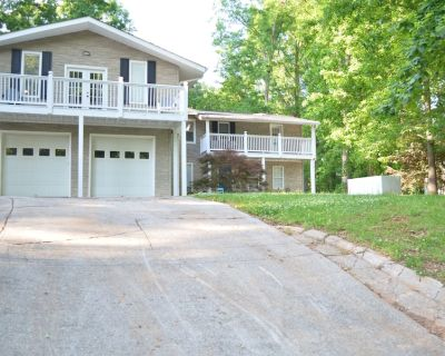 Large House on the Lake (4BR) - Cumming