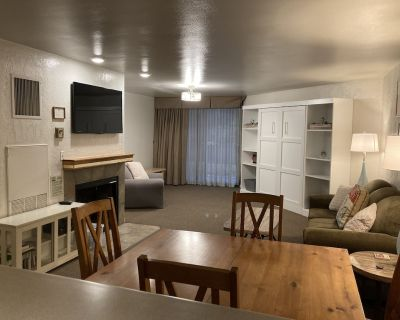 1 bedroom condo, sleeps 6. Less than 100 yards to PCMR and lifts. - Downtown Park City