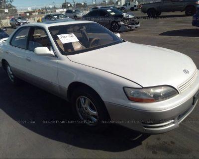 Salvage White 1995 Lexus Es