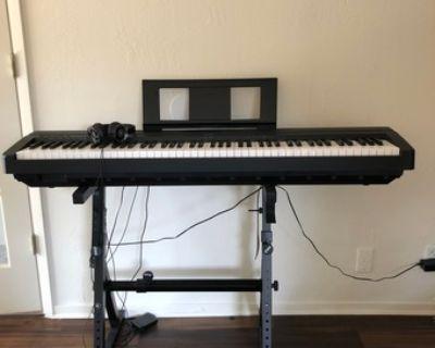 Yamaha digital piano P71 + stand