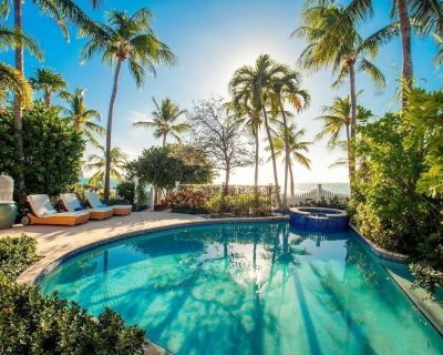 Luxury Oceanfront 2BDR villa at private Sunset Key Island - Sunset Key