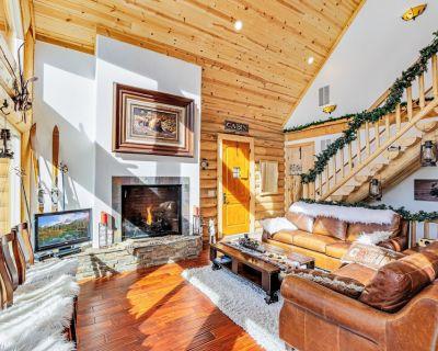 Colorado Log Home on shoreline of Silver Lake - Saint Mary's
