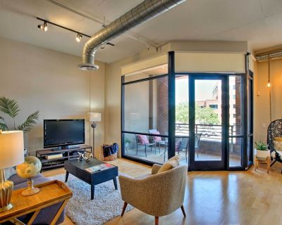 Loft-Style Condo: Luxe Amenities, Walk to Old Town - Brown and Stetson Business