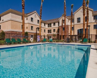 Free Breakfast. Outdoor Pool & Hot Tub. Great Location! Close to Edwards Air Force Base - Palmdale
