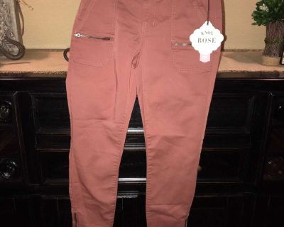 NWT Adorable Knox Rose cargo style pants size 2