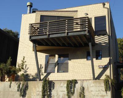 A Gem! Light Filled Contemporary Home. Sleeps 4. Minutes From Beach. Wi-fi! - Dillon Beach
