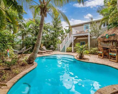 Walk 2 Beach + PRIVATE Pool with TIKI + Golf Cart - Holmes Beach