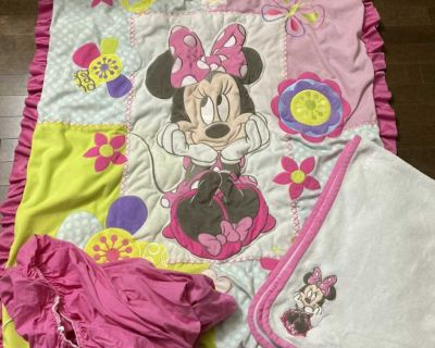 Minnie Mouse Girl crib/toddler bed set!