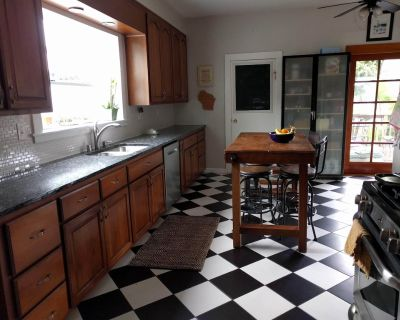 Spacious 4 bd, 2 bath Victorian Home with Yard - Alameda