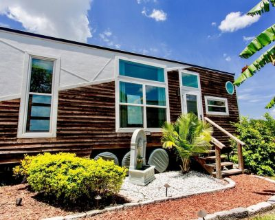 The Venice - Trendy Tiny Home With Panoramic Views of Beautiful Lake Fairview! - Northwest Orlando