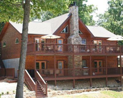 Close to Big Cedar Lodge, 12 min to Branson Strip, Pool table, Hot Tub, WIFI - Branson Cedars