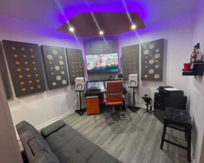 Suburban Modern Home With Recording, Photo And Video Studio, Jonesboro, GA