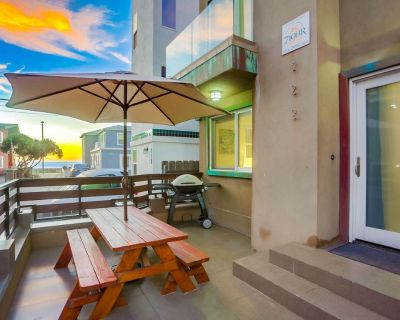 Sunset722 by 710 Vacation Rentals | AC, Rooftop Deck, Private Patio - Mission Beach