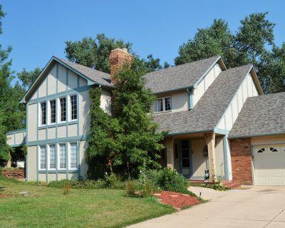 Gorgeous BROADMOOR English Tudor ~ Delightful Holiday Home, Hot Tub & Gazebo !! - Broadmoor