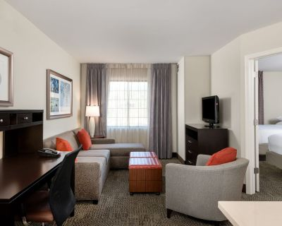 Upscale Suite Near IAD | Free Breakfast + Shuttle to Airport + Corporate Area - Chantilly