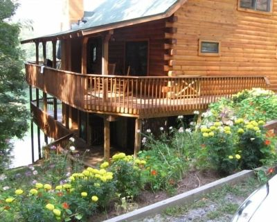 Serenity on Cedar - Lake View Log Cabin- Hot Tub, Fire Table, Internet, Foosball - Tuckasegee