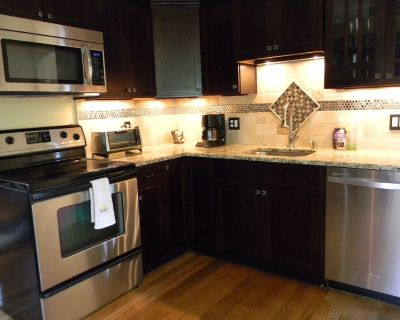 Your homebase for Louisville area attractions. Quiet, comfortable and convenient - Woodland Hills