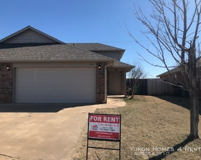 Gated Community...3 Bed / 2 Bath Duplex...Easy access to I-40 and Mustang Rd