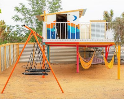 DesertGold Playhaus 3BD StarGazing Retreat| FirePit| BBQ| Yoga| GameRoom - Yucca Valley