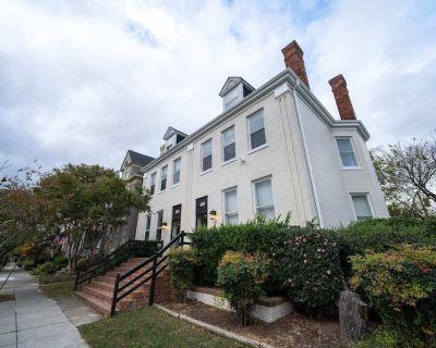 Fairfax Manor Reed Suite - Ghent