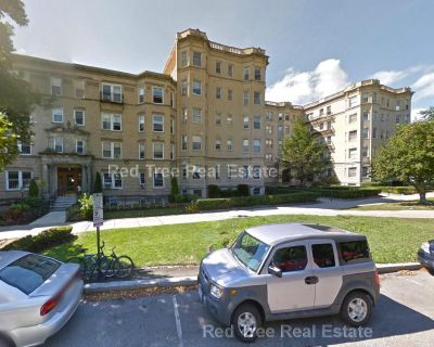 Great Location-- Close To The Kenmore Green Lin...