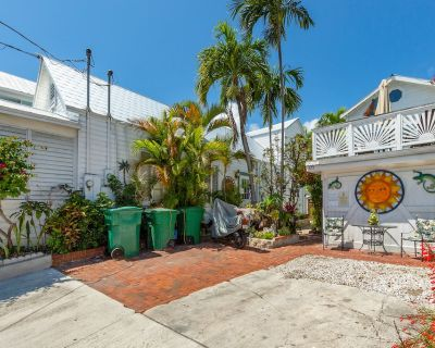 Family-friendly House w/ Full Kitchen, Private Parking & Beach Access Nearby! - Downtown Key West