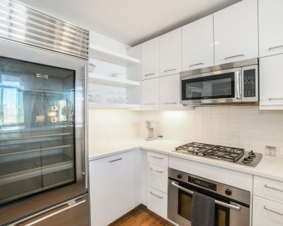 Rent The Iroquois Club Apartments #2113 in Chicago