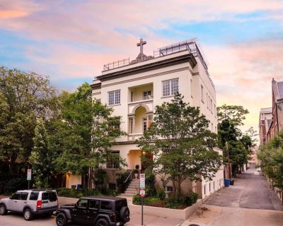 Experience DC in a HUGE Historic Mansion, Untouchable in Size and Location BEST - Logan Circle