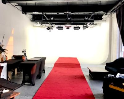 Loft Space Perfect for exhibitions, workshops, office events, webinars, fashion shows, demos, etc. Conveniently located in Hoboken, NJ, Near NYC & public transportation., Hoboken, NJ