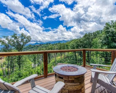 Make Great Family Memories, Hot Tub, Location! - Chalet Village North