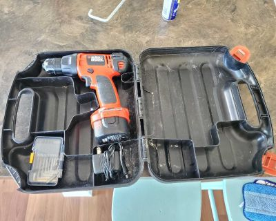 Small drill with bits