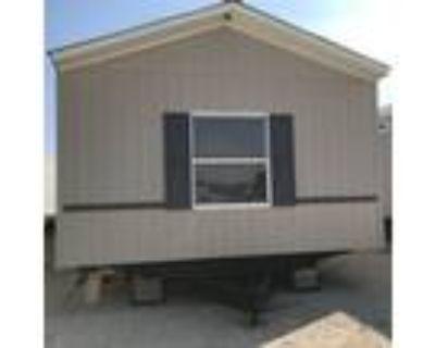 Excellent condition 2013 Clayton 16x76, 3/2 - for Sale in Elmendorf, TX