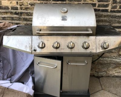 4-burner gas grill, works perfectly!