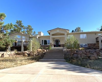 Beautiful 6 bedroom home large property, with hot tub!!! - Woodmen Valley