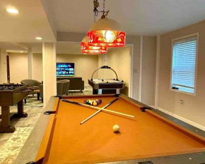 2 Acres of Privacy Open Layout Game Room 5 Bdrms Community Indoor/Outdoor Pool - Pocono Pines