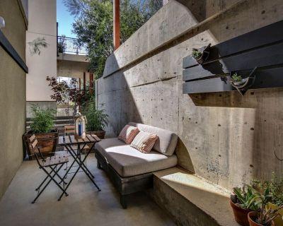Contemporary Sleek 1 Bedroom Apt w/Private Patio on a Hillside Neighborhood - Cypress Park