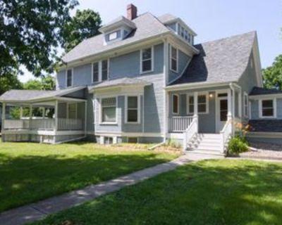 702 Carroll Ave #2, Ames, IA 50010 1 Bedroom Apartment
