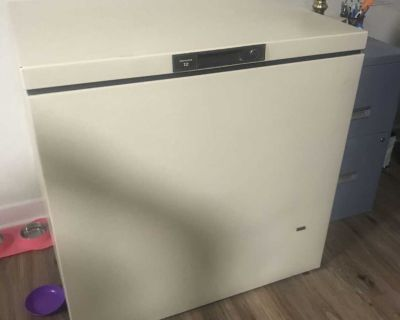 KENMORE 12 cu ft CHEST DEEP FREEZER W/ KEY LOCK AND OWNER'S MANUAL (ALMOND COLOR)