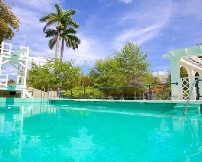 Swimming Pools Construction Company in Fort Myers | Contemporary Pools