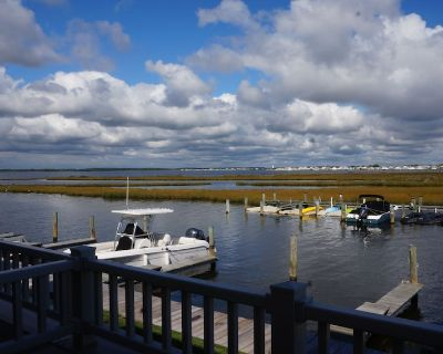 Family Friendly Waterfront 3 BR + Den Townhome w/ Outoor Community Pool - Heron Harbour Isle