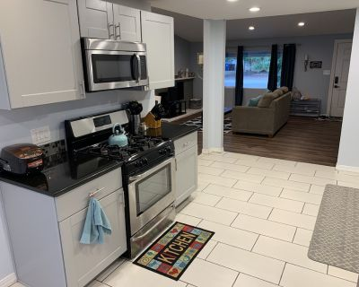 Charming 3 Bedroom Home With Movie Room - Northeast Heights