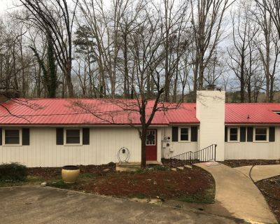 Lake Hartwell Home - Vacation, Clemson Football, or Weekend Getaway w/ Boat Dock - Anderson County