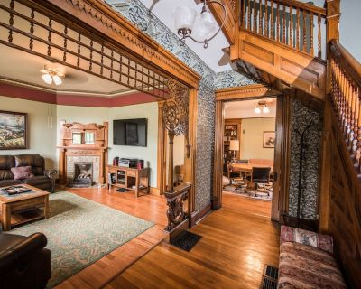 All 3 Rentals, Downtown Indianapolis, Sleeps 14-45, 2 Blks Lucas,8BR/8 Bath - Babe Denny