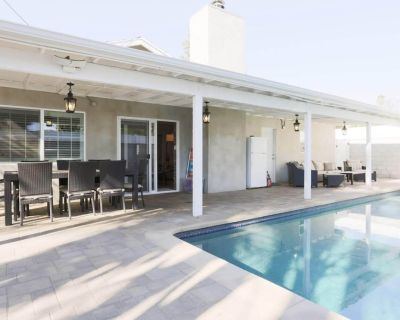 New Home in LA with all New Furniture, POOL and KING Beds!! BY Universal Studios - Lake Balboa
