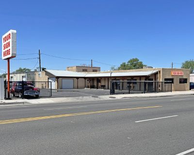 North Valley Retail Building | Showroom with Warehouse