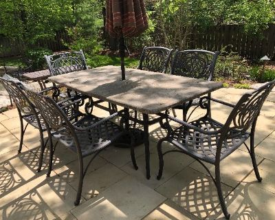 Hinsdale Beauty! Top quality furniture, patio table/chairs, Golden Tee arcade game, pool table